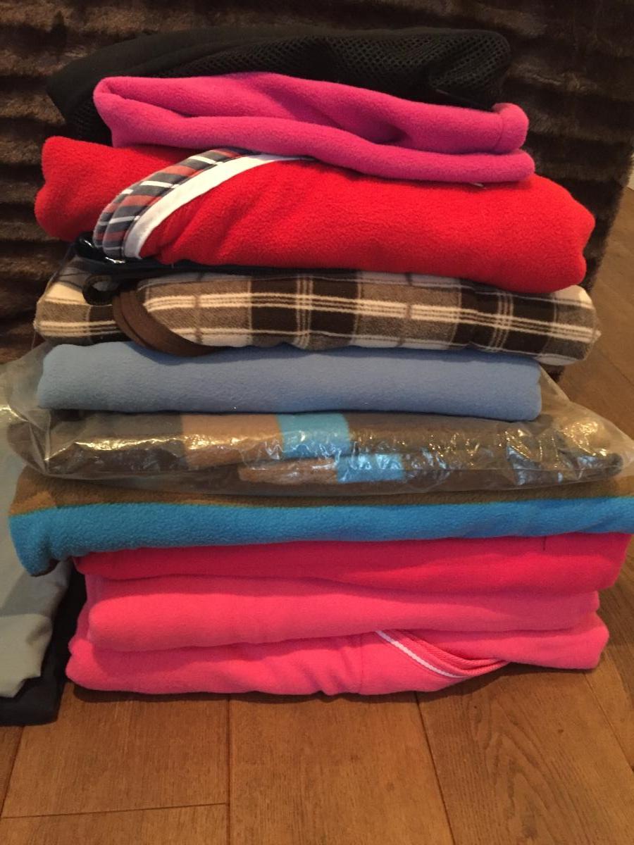 Verschillende nieuwe dekens te koop met kortingen.